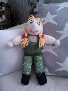 strikket dukke